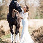 bruid met paard, bruidsmode