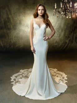 Laramie, Blue by Enzoani, trouwjurk, bruidsjurk, trouwen, verloofd, bruidszaak, mariage bruidsmode;